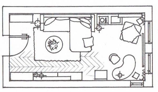 Новый интерьер длинной гостиной, акценты в оттенке