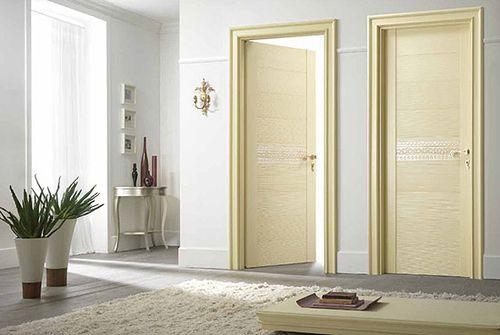 Межкомнатные итальянские двери в интерьере в фото