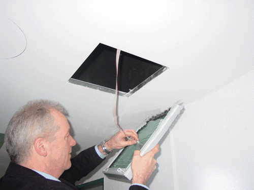 Обустройство потолочного люка в фото