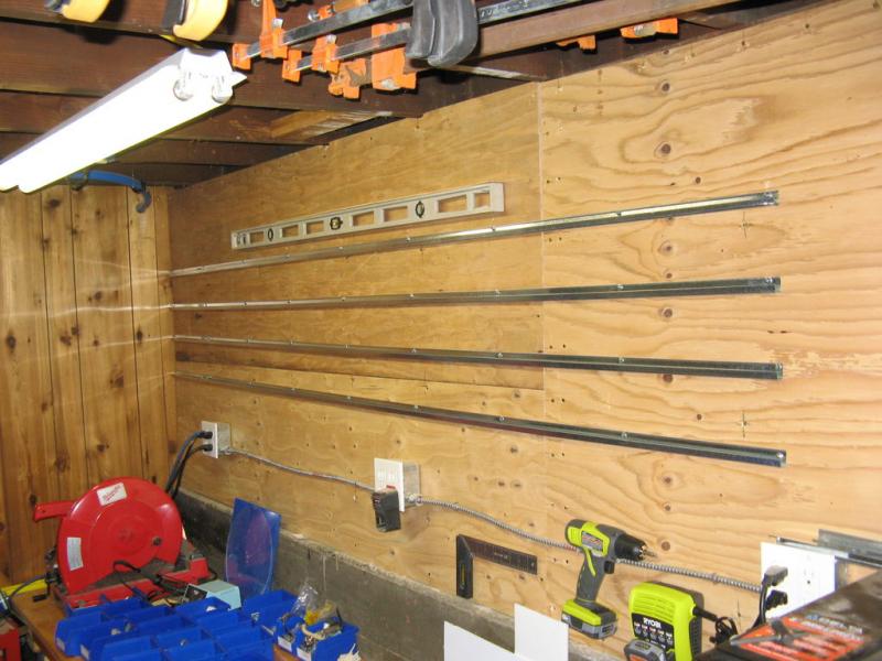 Полки из контейнеров для гаража и дачи в фото