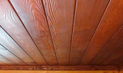 Потолок из досок своими руками: обустройство в фото