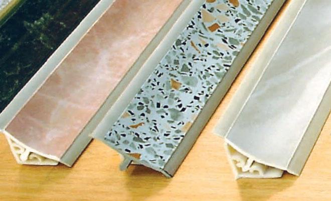 Установка плинтуса на столешницу для кухни в фото