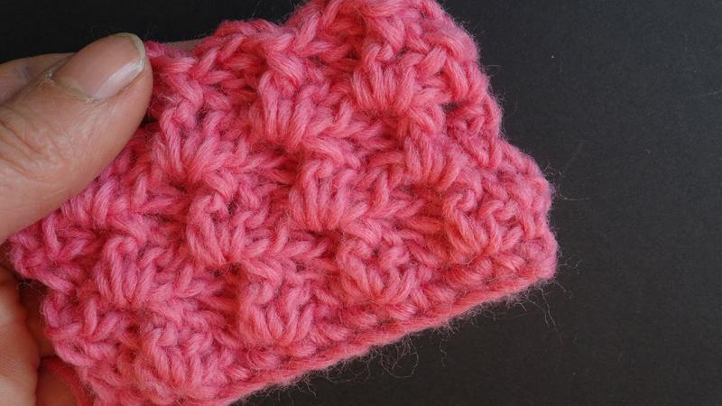 Женская шапка крупной вязки с отворотом: схемы с фото и видео в фото