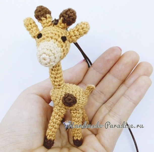 Жираф. Игрушка амигуруми крючком в фото