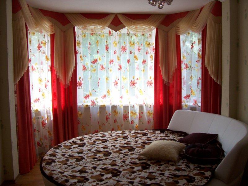 фото Классические шторы в спальне-лоджии