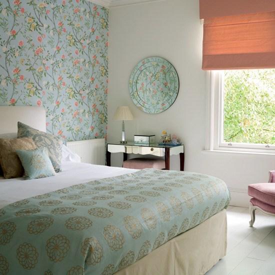 фото Комбинирование обоев в спальне: светлые тона