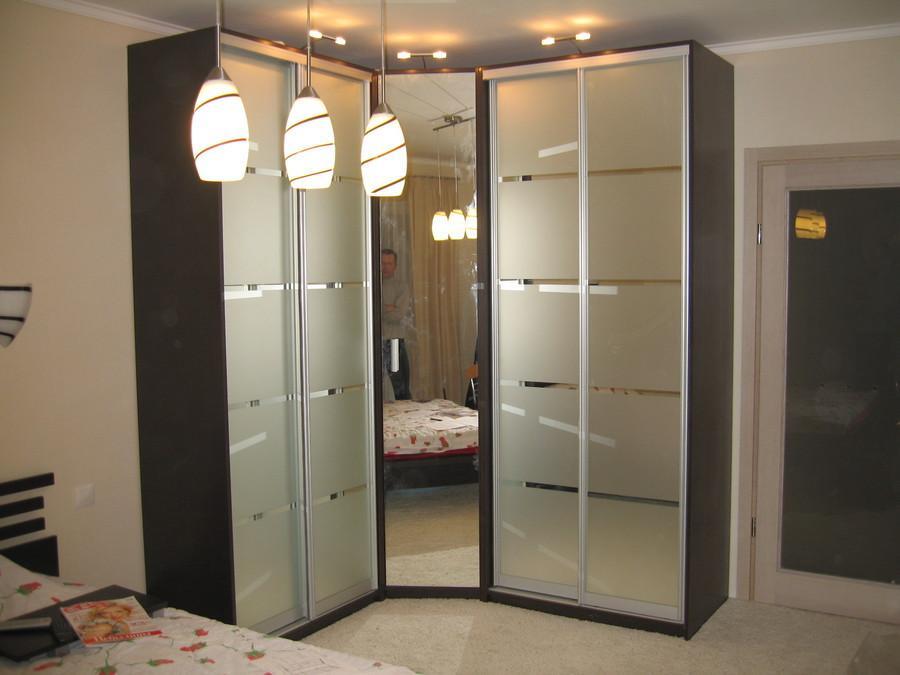 фото Угловой шкаф-купе в спальню, пример 2