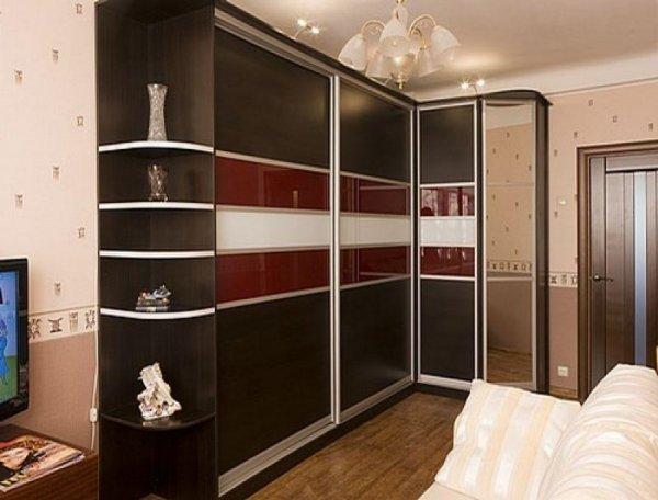 фото Угловой шкаф-купе в спальню