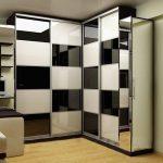 Угловой шкаф-купе в спальню: фото и советы по выбору