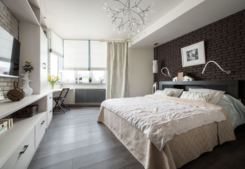 фото Комбинирование классических штор вместе с римскими в современной спальне