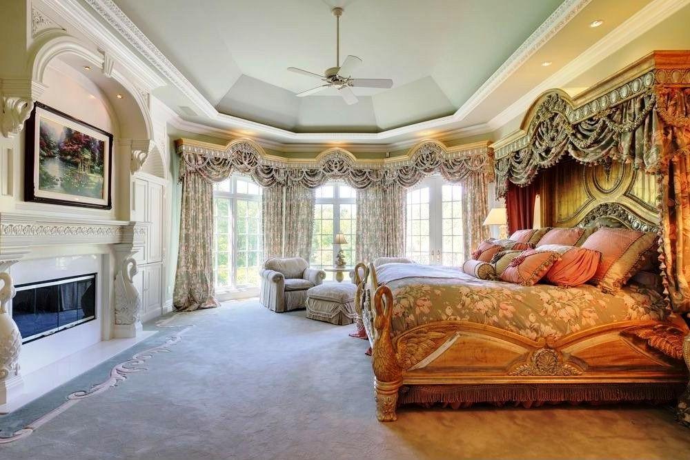 фото Натяжной потолок в спальне стиля классика