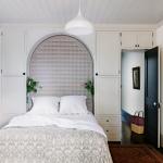 dizayn-malenkoy-spalni-prostranstvo-okolo-dveri