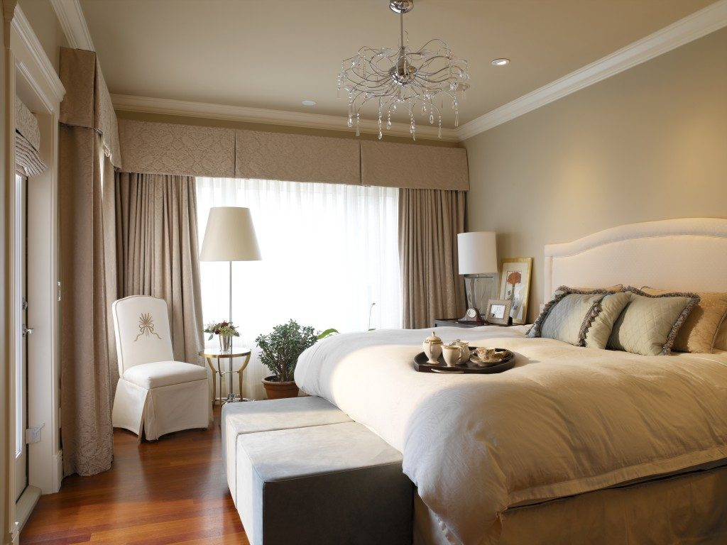 фото Спокойные тона в маленькой спальне