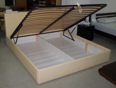 Фото Кровать с ручным подъемным механизмом