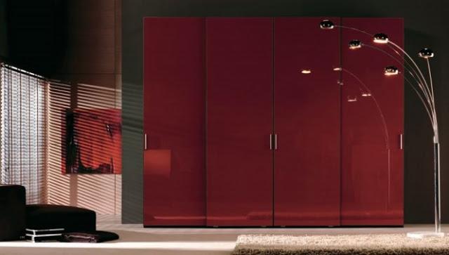 фото Ярко-красный шкаф-купе