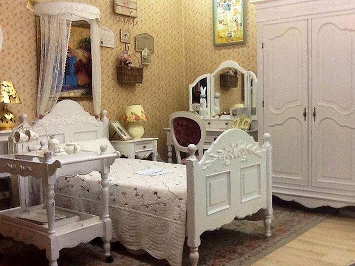 фото Кроватьдля прованской спальни