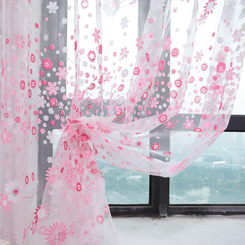 Фото Тюль – основное украшение спальни из благородного текстиля.
