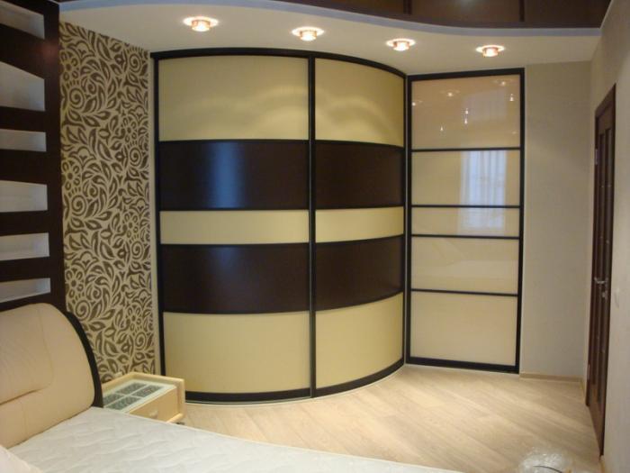 Фото Радиусный шкаф-купе в спальне