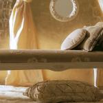 банкетка-кровать с подушками