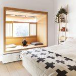 комната в стиле минимализм с проемом на месте лоджии