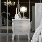 белая изящная прикроватная тумба с декором