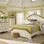 спальня в стиле прованс, кровать с подушками