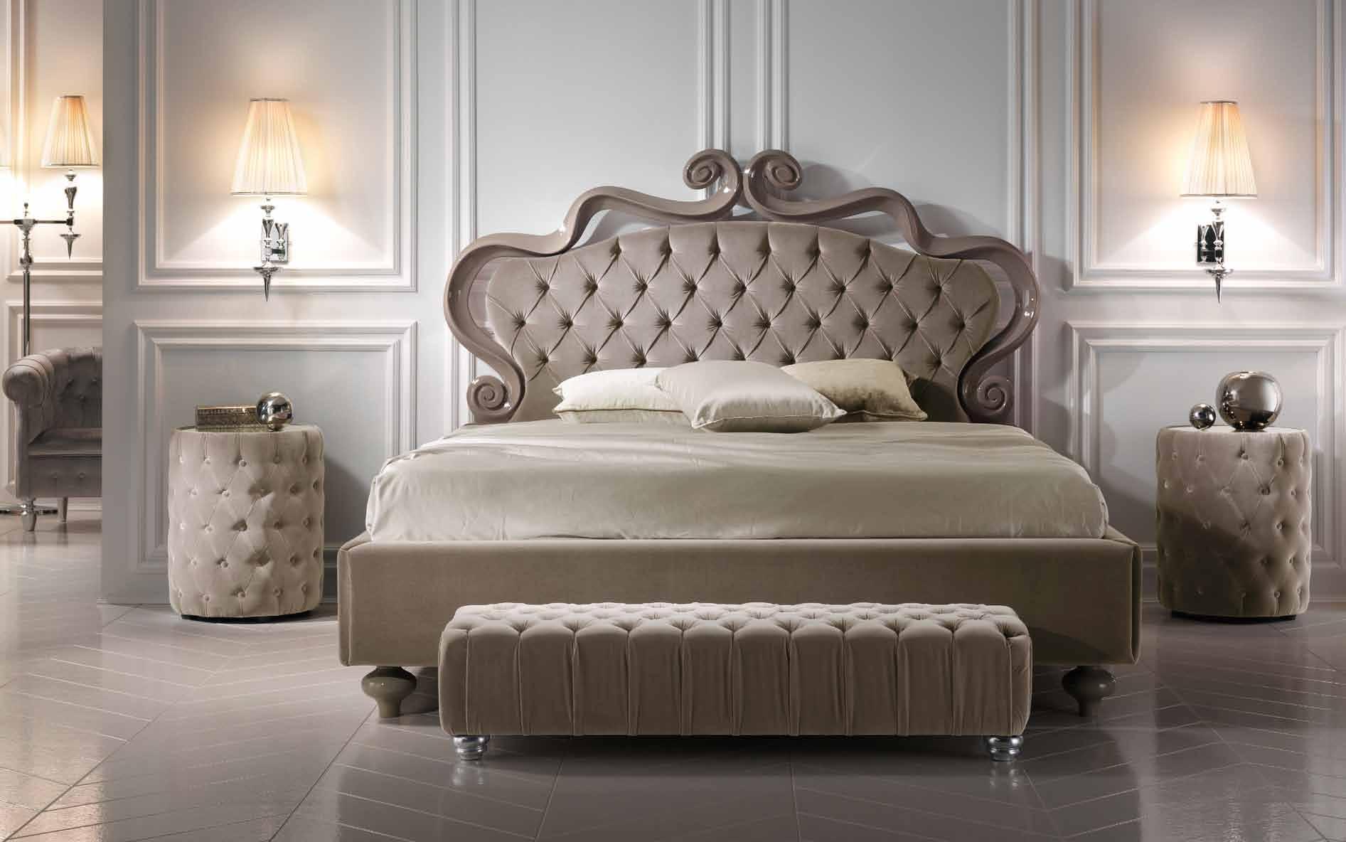 банкетка в итальянском стиле в гарнитуре с мебелью