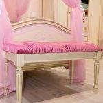 розовая банкетка