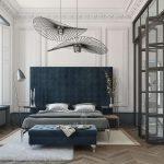 синяя банкетка в тон кровати