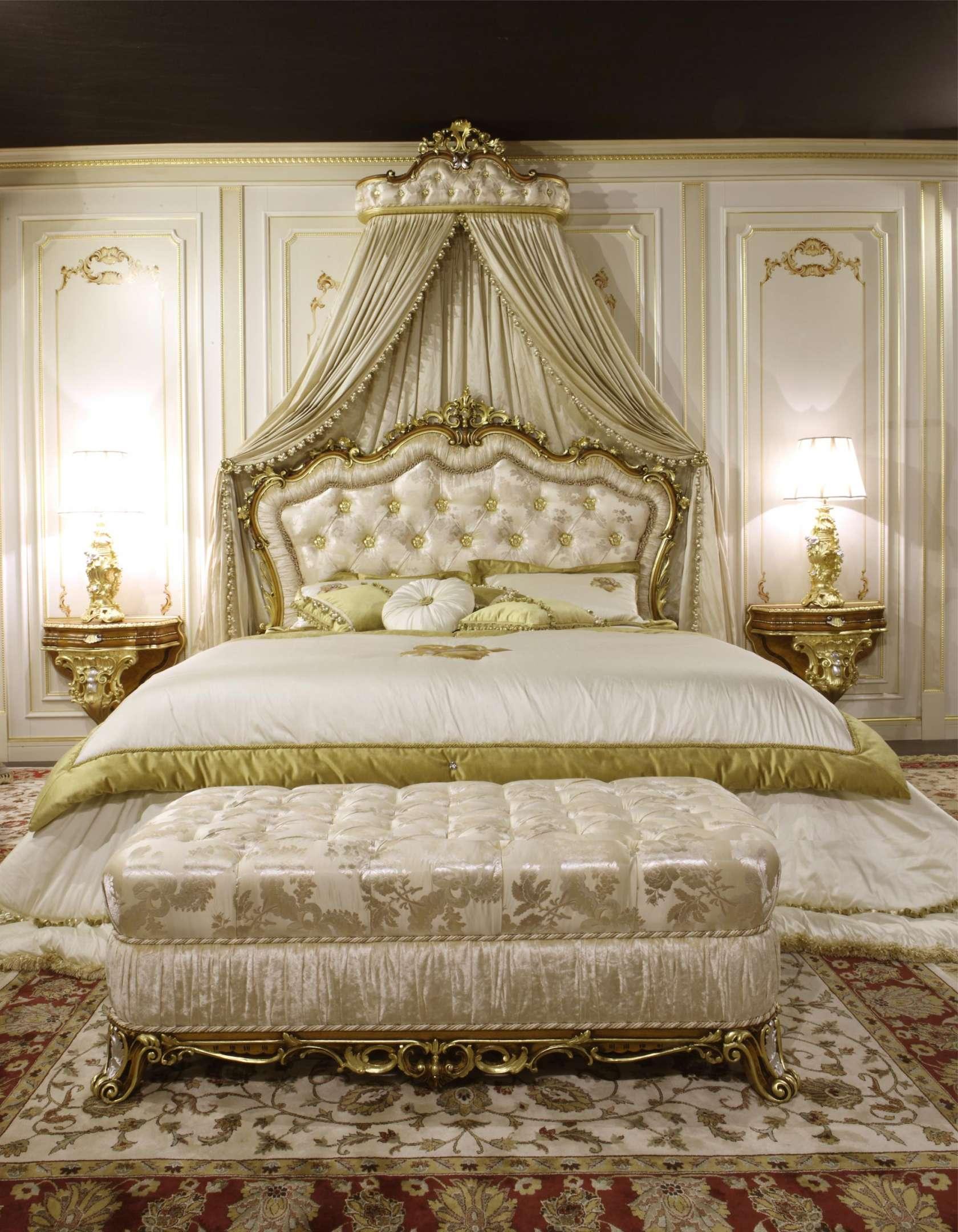банкатка в стиле бароко в интерьере спальни
