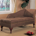 диван-банкетка в интерьере спальни