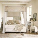 дизайн спальни в стиле прованс, кровать с балдахином