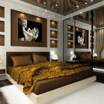 дизайн коричневой спальни с встроенной подсветкой в стене