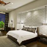 спальня с белыми стенами