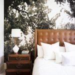 фотообои над кроватью - дерево