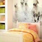фотообои над кроватью лошади