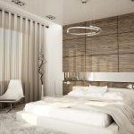 интерьер спальни в стиле минимализм с деревянным декором на стене