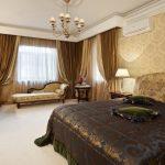 интерьер спальной комнаты с банкеткой