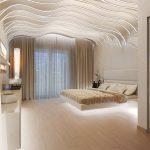 интересный потолок в интерьере спальной комнаты студии