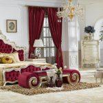 классическая спальня с красными оттенками