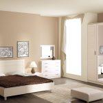 светлый гарнитур для спальни