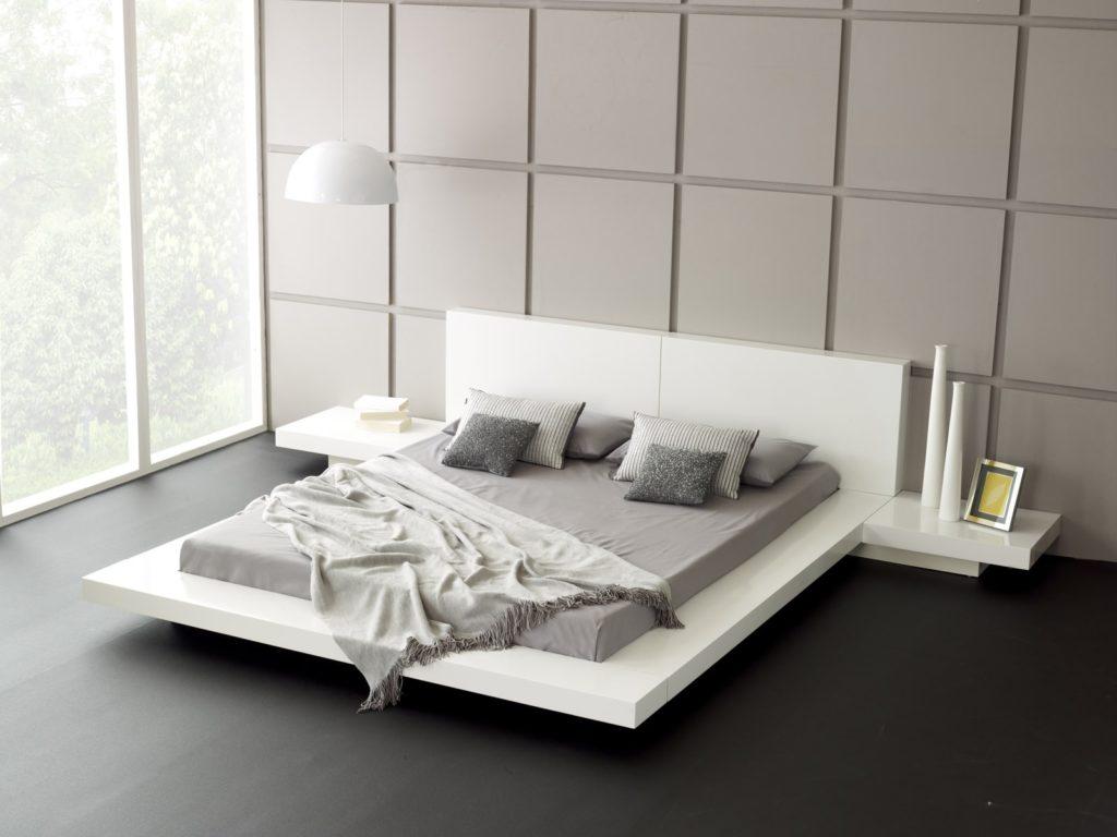 кровать с минимальным набром декора в стиле минимализм