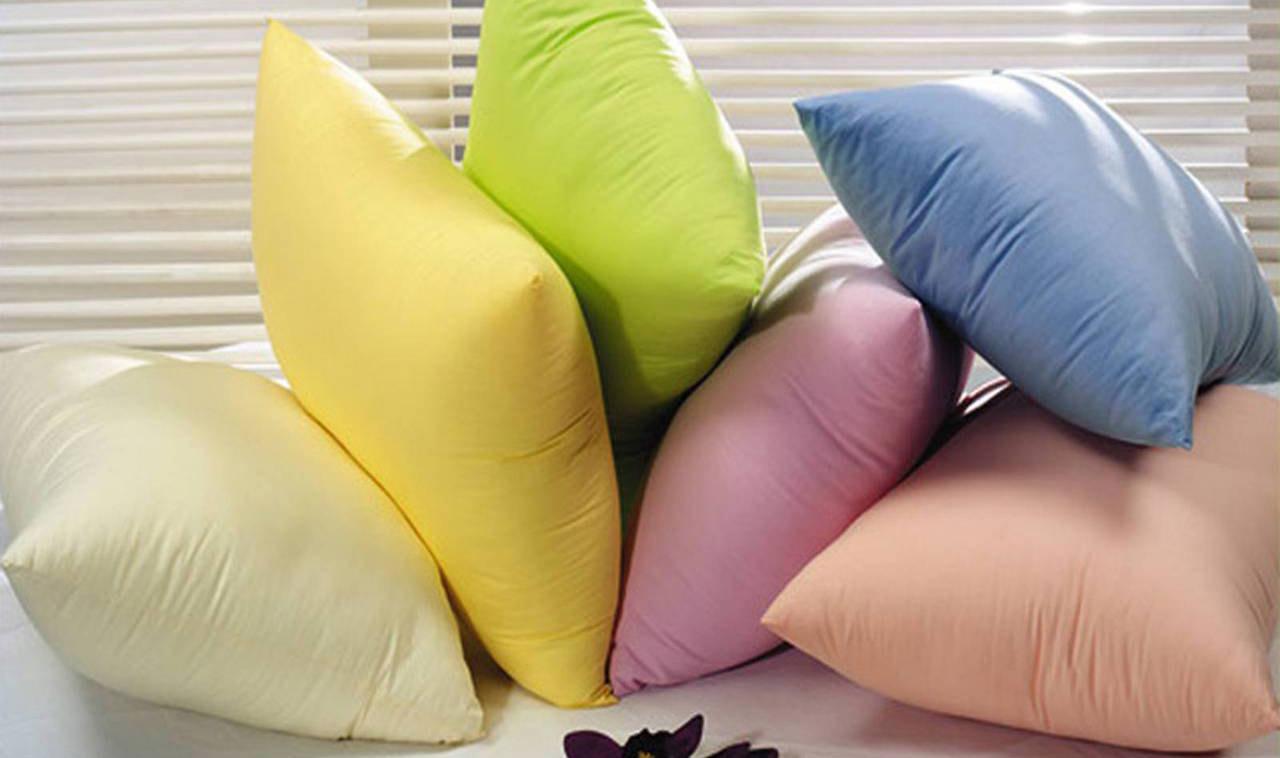 цветные подушки для декора