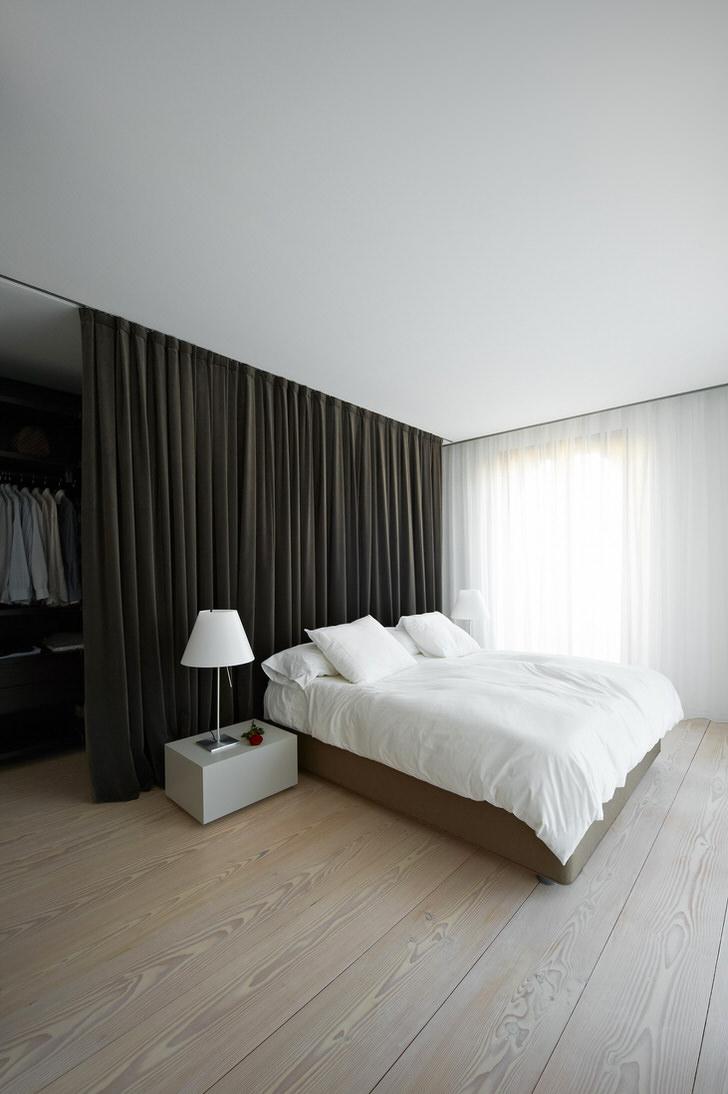 светлый ламинат на полу в стиле минимализм