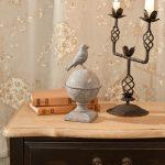 прикроватный столик антик с подсвечником