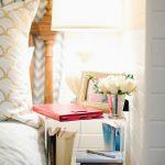 романтический прикроватный столик