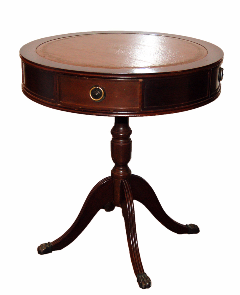 старинный деревянный круглый стол