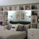 полочки над кроватью в спальне