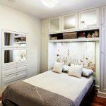 встроенный шкаф над кроватью