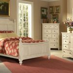 спальня антик с белым гарнитуром